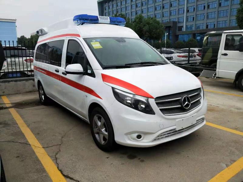 國六奔馳救護車