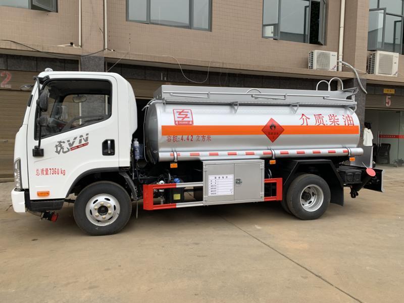 同威2001-209型4.42方加油车