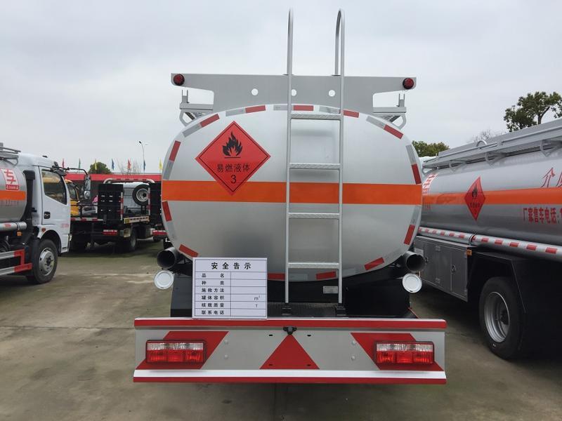 同威1-020型9.2方加油车