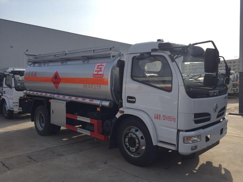 东风大多利卡8.31方油罐车